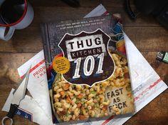 Os criadores do livro de receitas best-seller Thug cozinha estão de volta e mais fresco do que nunca com seu novo livro de receitasThug Kitchen 101: Tudo Rápido.O livro é recheado com 101 receitas rápidas que utilizam ingredient