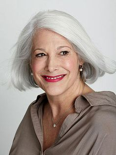 Stacey Lippman, 53 ☛ Now if I can only let it grow out the layers or are there layers in the back?