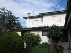 Moradia Geminada T3 / Vila do Conde, Árvore - Moradia V3.Sala de 45 m2 c/recuperador de calor. Cozinha equipada.Suite. Quartos c/roupeiro embutido. Painel solar.Jardim.