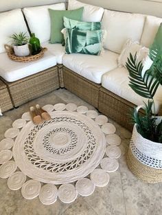 How to Make a DIY Rope Rug To complete my Coastal/Boho look out on the deck, I wanted to make a rug!I'd been looking for a n How to Make a DIY Rope Rug To complete my Coastal/Boho look out on the deck, I …How to Make a DIY Rope Rug To … Tapetes Diy, Cute Diy, Oriental Carpet, Rope Rug, Rope Crafts, Diy Crafts, Faux Brick, Floor Cloth, Funky Junk