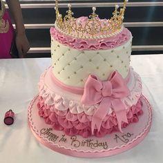 Best ideas baby first words funny Elegant Birthday Cakes, Funny Birthday Cakes, 13 Birthday Cake, Ballerina Birthday Parties, Barbie Birthday, Princess Theme Party, Baby Shower Princess, Bolo Barbie, Sparkle Cake