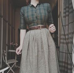 fall outfit し automne style subtle colors allure chemisier blouse long jupe sk. fall outfit し automne style subtle colors allure chemisier blouse long jupe skirt Source by packartist Vintage Rock, Mode Vintage, Vintage Style, Retro Style, Trendy Style, Vintage Winter, Retro Vintage, 40s Style, Vintage Pins