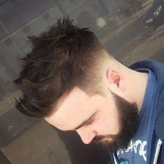 Theemensroom And Burst Fade On The Sides With A Strong Texture Top Hair Styles 2016, Medium Hair Styles, Natural Hair Styles, Short Hair Styles, Hairstyles Haircuts, Haircuts For Men, Cool Hairstyles, Beard Haircut, Fade Haircut