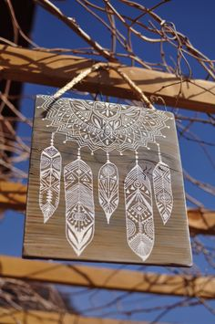 ★★★ Eva Lubart ★★★ paint on wood - peinture sur bois http://www.alittlemarket.com/decorations-murales/fr_eva_lubart_peinture_sur_bois_mandala_et_plumes_paint_on_wood_mandala_and_feather_-13594301.html boho - gipsy - Mandala - feather - plumes