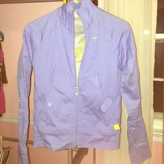 👟✅ NIKE Periwinkle Blue Jacket Super cute, soft gray lining almost like a soft t-shirt...slight faded look, gently loved, in excellent condition! Button pockets, stretch waist, zip-front. MAKE OFFERS! I DISCOUNT BUNDLES! Nike Jackets & Coats