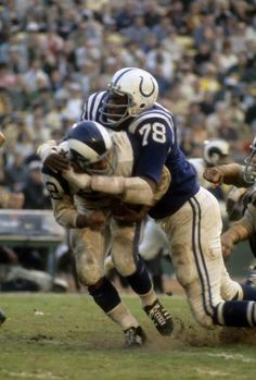 Defensive Tackle Bubba Smith of the Baltimore Colts tackles running back Dick Bass of the Los Angeles Rams circa late during an NFL football game at Memorial Stadium in Baltimore, Maryland. Get premium, high resolution news photos at Getty Images Nfl Colts, Nfl Football Players, Sport Football, School Football, Football Helmets, Football Stuff, Alabama Football, Broncos, American Football League