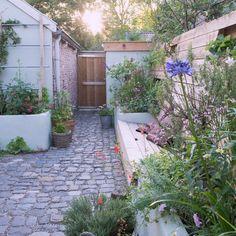 Vorleger Grünanlage in Woudrichem, - Garden Types Garden Types, Garden Paths, Border Garden, Side Garden, Little Gardens, Back Gardens, Small Gardens, Outdoor Gardens, Small Garden Design