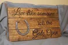 Live Like Someone left the Gate Open- Western Rustic Pallet Sign- Reclaimed Wood- Primitive Home Decor- Horse Barn Sign with Horseshoe - Crafts - Horseshoe Projects, Horseshoe Crafts, Horseshoe Art, Horseshoe Ideas, Wood Pallet Signs, Rustic Wood Signs, Wood Pallets, Pallet Boards, Wooden Signs