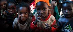 Fotoğraf: Dünyada insanın en önemli işi, yüzünü ağartacak çocuklar yetiştirmektir.  ~ Bertrand Russell  İ Y İ G E C E L E R ...