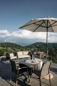 #hotelamhang #hotel #wellness #hiking #spa #cuisine #sun #view #mountains #dolomiten #altoadige #südtirol #ritten #wolfsgruben #beautifulhotels #relax #mountainview #outdoordining #gourmet #dinnerinthesky Hotels, Spa, Relax, Das Hotel, Take A Seat, Wellness, Italy, Patio, Beautiful