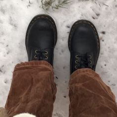 Winter Wonderland, Taylor Swift, Brown Aesthetic, Birkenstock Boston Clog, Gilmore Girls, Aesthetic Pictures, Oxford Shoes, My Style, How To Wear