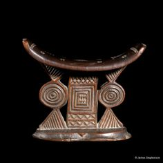 Shona Zimbabwe 19th century wooden headrest : 6 1/2″ h x 7″ w x 2 1/4″ d Ex British Collection . Africa .