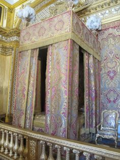 King Louis XV's bedroom Is that what it looked like, Claire? Lol