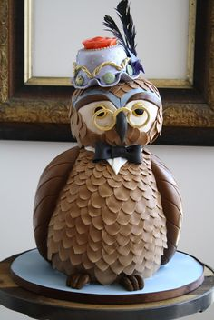 It is a cake in the shape of an OWL! ::falls off chair:: Wonderful Owl Cake Crazy Cakes, Fancy Cakes, Cute Cakes, Unique Cakes, Creative Cakes, Creative Food, Owl Cakes, Cupcake Cakes, Ladybug Cakes