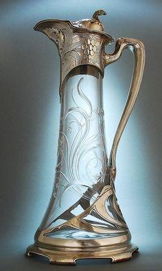 Karafa na víno * broušené sklo vsazené do zlaceného zdobeného stříbra * New York r.1890.