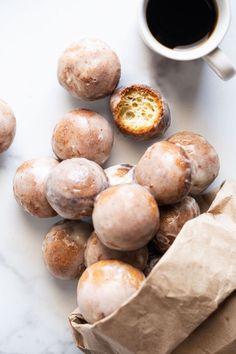 Baked Gluten Free & Keto Donut Holes (at net carbs a pop!) Baked Gluten Free & Keto Donut Holes (at net carbs a pop! Low Carb Donut, Low Carb Sweets, Low Carb Desserts, Low Carb Recipes, Cooking Recipes, Vegan Recipes, Protein Recipes, Healthy Desserts, Healthy Foods