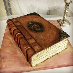 My Antik-Book Cake by Larissa Ubartas