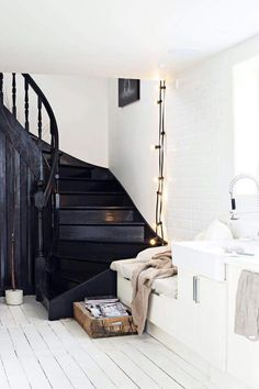 Painted black staircase contrasts with white painted floorboards in this contemporary Scandinavian style hall. Interior Design Inspiration, Home Decor Inspiration, Interior Ideas, Inspiration Boards, Design Ideas, Black Staircase, White Stairs, White Walls, Boho Deco