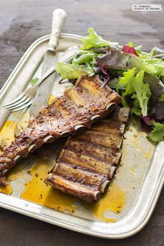 Costilla al horno: esta es la mejor receta que vas a encontrar Rib Recipes, Healthy Recipes, My Favorite Food, Favorite Recipes, Chilean Recipes, Smoking Recipes, Pork Ribs, Bbq, Kitchen Recipes