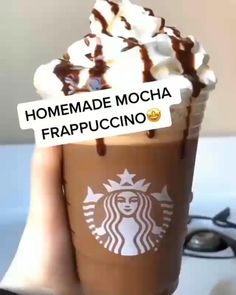 Starbucks Caramel Drinks, Starbucks Recipes, Fun Baking Recipes, Dessert Recipes, Yummy Drinks, Yummy Food, Coffee Drink Recipes, Starbucks Caramel Frappuccino, Homemade Mocha