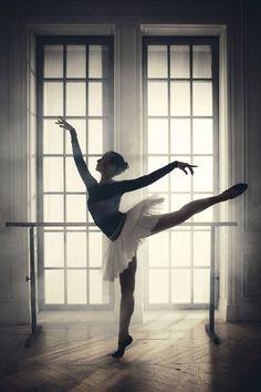 Paul Giggle -Russian Ballerinas Portraits for 12 Natural Wonders 2016 Calendar – Fubiz Media