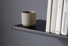 Der Wohnraum: wo sich Behaglichkeit und Individualität treffen Shelf System, Clothes Rail, Dressing Area, Wood Design, Storage Solutions, Inventions, Modern, Shelves, Desks
