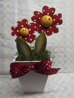 Vaso com 2 flores em mdf