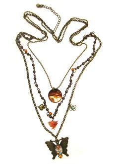 Wunderschöne, bronzene Prachtkette mit verschiedenen Ketten und Elementen. Die Kette lebt von ihrem Materialmix und ihrer Farbkombination. Ein großer,