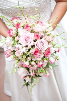 Light pink and cream colored rose bridal bouquet | villasiena.cc