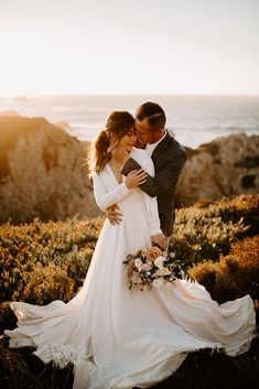 bridal photography poses This Big Sur styled elopement was one of my all time favorites to shoot. The California Coast is such a stunning backdrop for couples in love and it wa Wedding Photography Checklist, Wedding Photography Styles, Bridal Photography, Wedding Photography Inspiration, Photography Ideas, Photography Magazine, Photography Lighting, Elopement Inspiration, Photography Business
