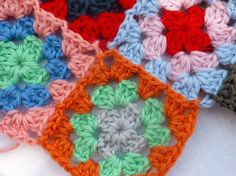 Granny squares, join as you go tutorial (photo by Myrosevalley) | Happy in Red