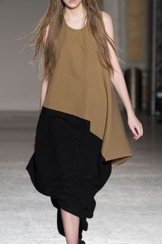 Uma Wang at Milan Fashion Week Fall 2015 - Details Runway Photos All Black Fashion, 20s Fashion, Japan Fashion, Modest Fashion, Korean Fashion, Runway Fashion, Girl Fashion, Fashion Outfits, Womens Fashion