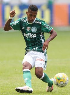 Tchê Tchê comemora estreia com vitória e ganha elogios no Palmeiras #globoesporte