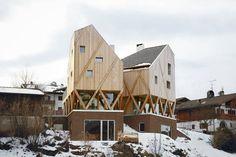 Exponierter Zwilling: Wohnhaus und Atelier in Kastelruth