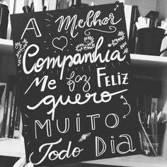 Mensagem que fiz inspirado na história do Lucas e da Luanna. Bom dia!  // Reenquadro 40x30cm 3 mm de espessura sem borda MDF preparado artesanalmente da pintura à escrita. Tinta permanente.  __________  #diadosnamorados #companheirismo #desejo #presente #mensagem #frases #love #life #vida #design #amazing #amor #pensamentos #instadaily #poema #art #instagood #inspiration #illustration #handmade #me #caligrafia  #lettering #poesia #decor #quadro #reenquadro