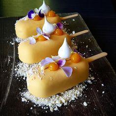 Apricot or passion fruit dessert? By Vidal Gutierrez Gourmet Desserts, Fancy Desserts, Frozen Desserts, Health Desserts, Plated Desserts, Just Desserts, Delicious Desserts, Dessert Recipes, Fruit Dessert