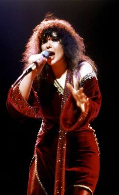 Ann Wilson - this was just how she looked the first time I saw Heart in concert, 1979.