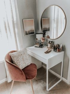 53 Best Makeup Vanities & Cases for Stylish Bedroom .- 53 Best Makeup Vanities & Cases for Stylish Bedroom # … Source by - Cute Room Decor, Room Decor Bedroom, Home Bedroom, Master Bedroom, Apartment Bedroom Decor, Desk In Bedroom, Bedroom Ideas For Small Rooms, Simple Bedrooms, Small Apartment Bedrooms