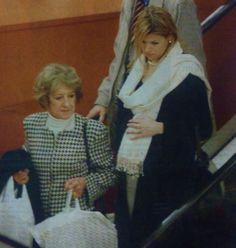 December 2003, 9 maanden zwanger winkelend in de Den Haag.