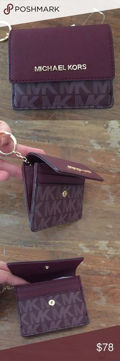 """MICHAEL KORS NWT Super cute wallet/key holder. Lots of space for cards. Accent with burgundy color 😉 4.5""""x4"""" Michael Kors Bags Wallets"""