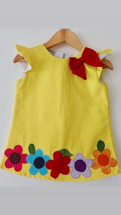 Girls Frock Design, Kids Frocks Design, Baby Frocks Designs, Baby Dress Design, Kids Dress Wear, Cute Girl Outfits, Girls Party Dress, Little Girl Dresses, Kids Outfits