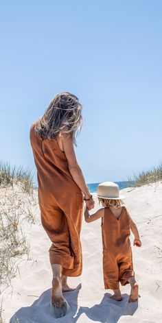 Scout Jumpsuit in White Beautiful little darlings walking down to the beach in our matching Scout linen jumpsuit in OchreBeautiful little darlings walking down to the beach in our matching Scout linen jumpsuit in Ochre Mother Daughter Outfits, Mom Daughter, Fashion Kids, Toddler Fashion, Celebrity Casual Outfits, Bcbg, Gender Neutral Baby Clothes, Boys Online, Baby Dress