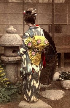 SHOW ME THE OBI ! -- The Triple Wing Swing-Tail Origami Obi of Old Meiji-Era Japan by Okinawa Soba, via Flickr