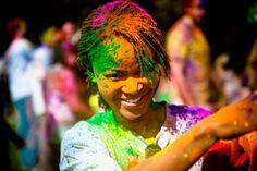 Celebrating Holi, the Hindu Festival of Colours Holi Festival India, Holi Festival Of Colours, Holi Colors, Festival Girls, Spring Festival, Happy Holi, Paint Fight, Holi Celebration, Holiday Wallpaper