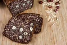 Lecker und Low-Carb: Dunkles Haselnussbrot
