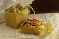 Macarons cu bezea Italiana Macaroons, Gift Wrapping, Desserts, Gifts, Food, Macaroni, Gift Wrapping Paper, Tailgate Desserts, Deserts
