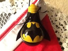 Batman lightbulb ornament Painted Christmas Ornaments, Christmas Crafts For Kids, Christmas Projects, Holiday Crafts, Lightbulb Ornaments, Lightbulbs, Light Bulb Art, Light Bulb Crafts, Painted Light Bulbs