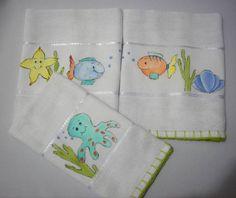 Três fraldas de boca com acabamento em crochê. Pintadas a mão Acompanha embalagem presenteável  **Outras opções no álbum Bebê/Criança** R$ 30,00