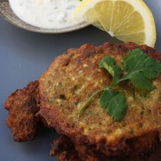 Spiced Cauliflower Fritters with Lemon Coriander Yoghurt Sauce - Vegan Cauliflower Cauliflower Fritters, Spiced Cauliflower, Healthy Dishes, Healthy Foods To Eat, Healthy Eating, Vegetarian Recipes, Cooking Recipes, Healthy Recipes, Raw Recipes