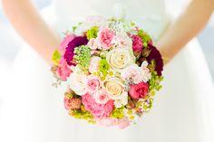 Verrückte pink-grüne Spätsommerhochzeit auf der Mittelburg | Hochzeitsblog - The Little Wedding Corner
